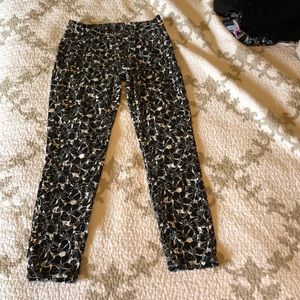 uniqlo black & white floral cropped pants